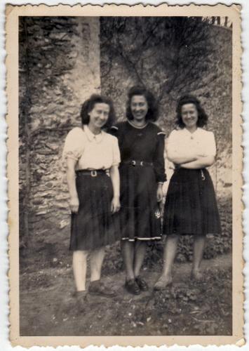 Denise, Huberte et Gisèle ca. 1947.jpg