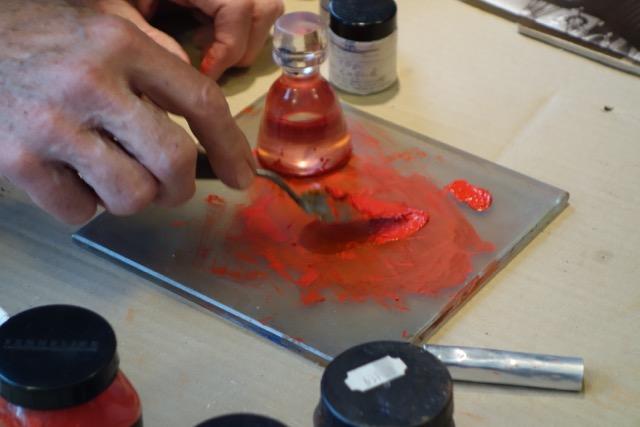Dominique Sennelier making oil paint